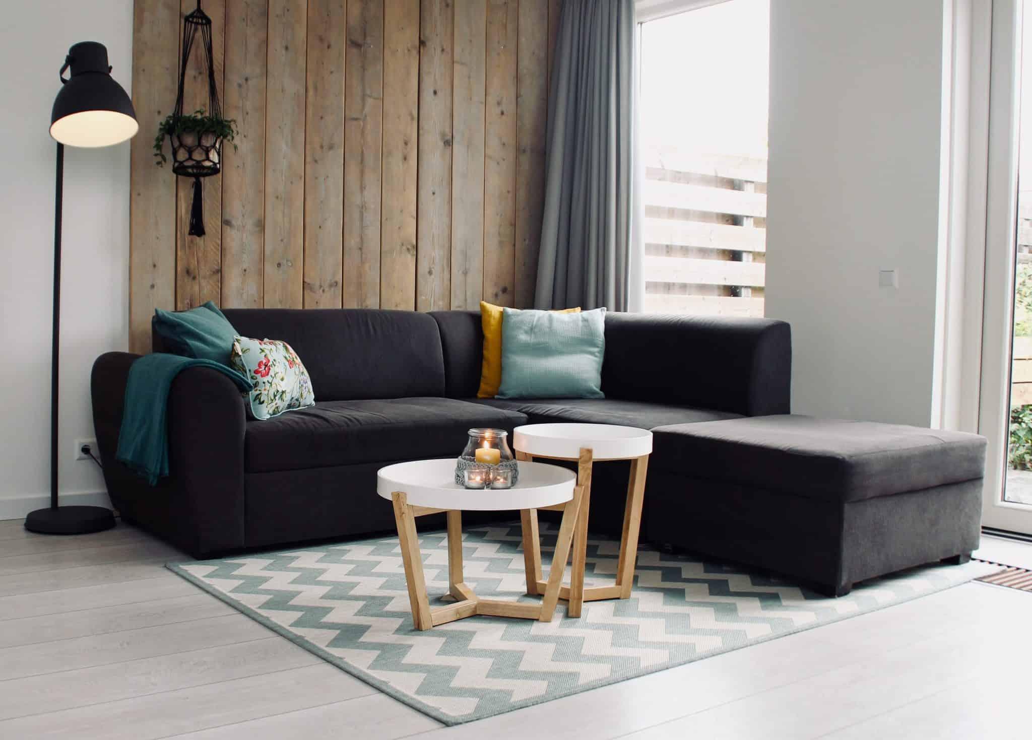 Как да почистим и освежим дивана
