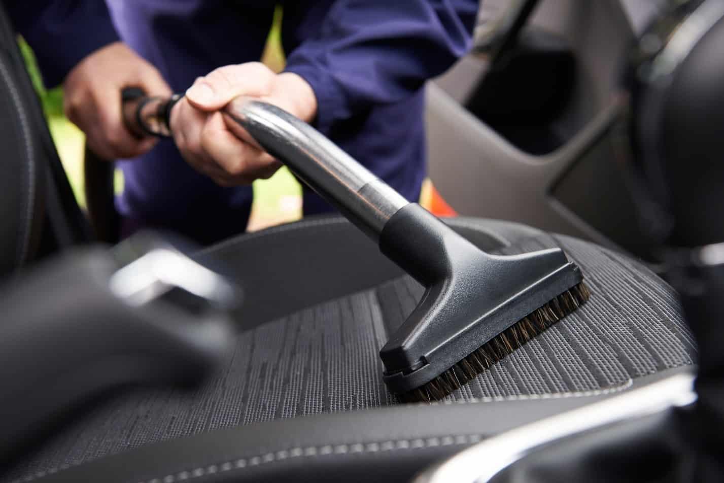 Съвети за почистване интериора на колата